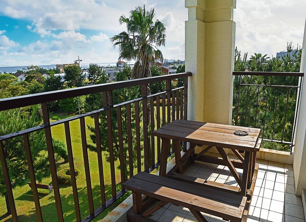 jeju-airbnb-ocean-view-sunnyville-resort-waug