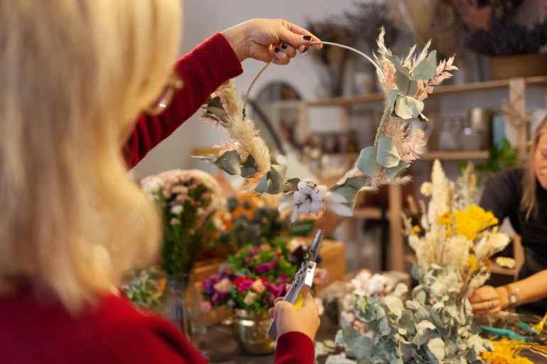 Comment faire une couronne de fleurs ?
