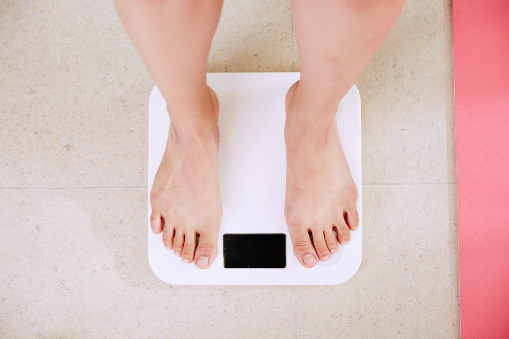 weight scale to measure calorie deficit progress
