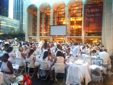 Pop-up New York City Dinner Draws Thousands, All in White