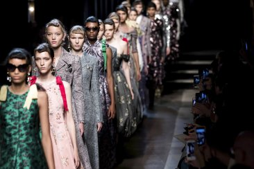 Kane mixes it up, Erdem sparkles at London Fashion Week