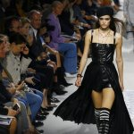 Dior fuses '60s spirit, women's lib at Paris Fashion Week