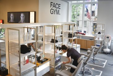 Department stores making themselves over in beauty battle
