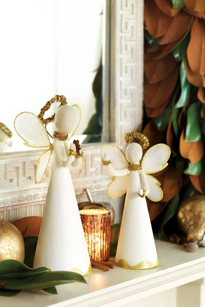 Bunny-Williams-Holiday-mantle-How-To-Decorate.com-5