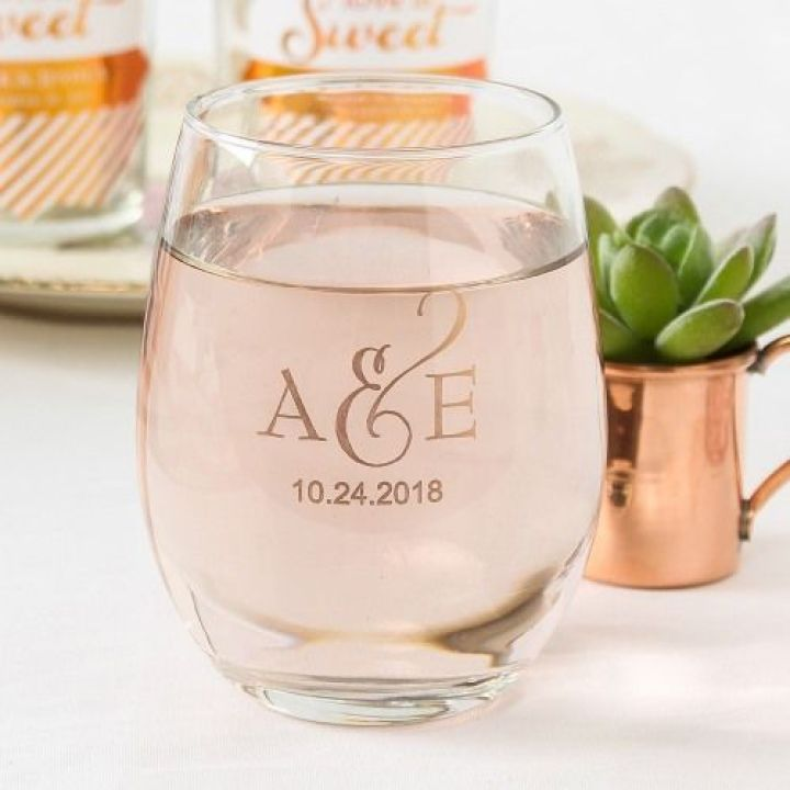 Personalized-Stemless-Wine-Glasses-Rehearsal-Dinner-Ideas