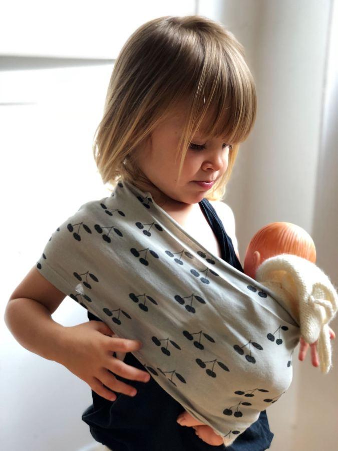 Le tee shirt devenu une écharpe de portage