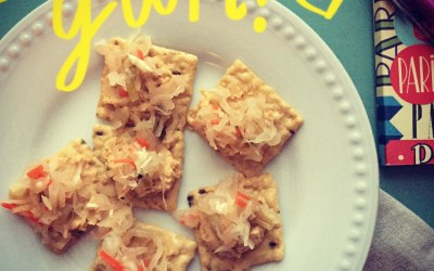 Rice Crackers + Hummus + Kraut