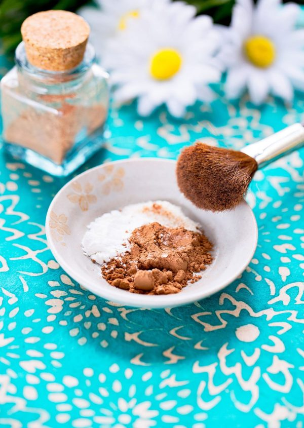 DIY Natural Foundation Powder & Bronzer | No crazy ingredients that require a chemistry degree to read? Inexpensive and easy to whip up with just 3 common kitchen ingredients? This DIY foundation or bronzer is ALL of that! | WildernessFamilyNaturals.com