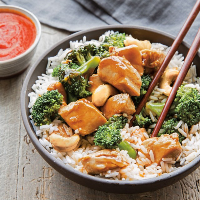 chicken broccoli cashew stir-fry