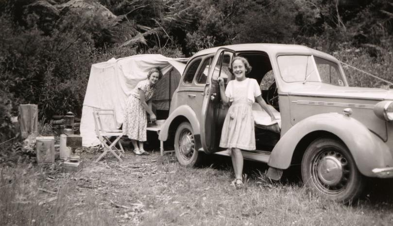 Camping à proximité d'une voiture