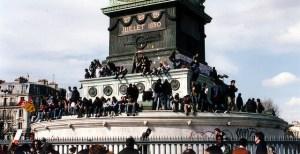 Quatre Avril Deux Mille Six. Paris, 11eme. Place de la Bastille.