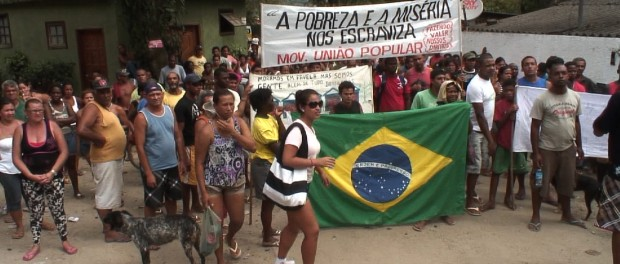 Taboinha residents resist eviction. Photo courtesy of Jason O'Hara.