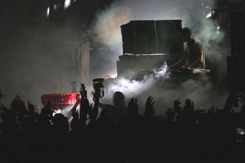 adambeyer-main-crowd-peterliu