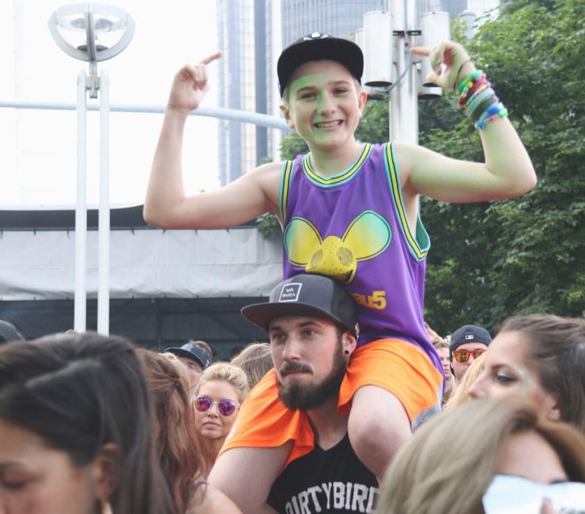 crowd-kid-stargate-peterliu