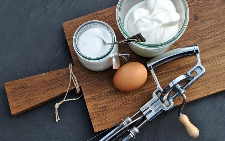 Zubereitung Eischnee für Holundersuppe