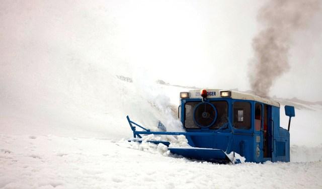 wallach-schneepflug-in-fahrt