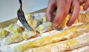 gnocchi-teig-schneiden