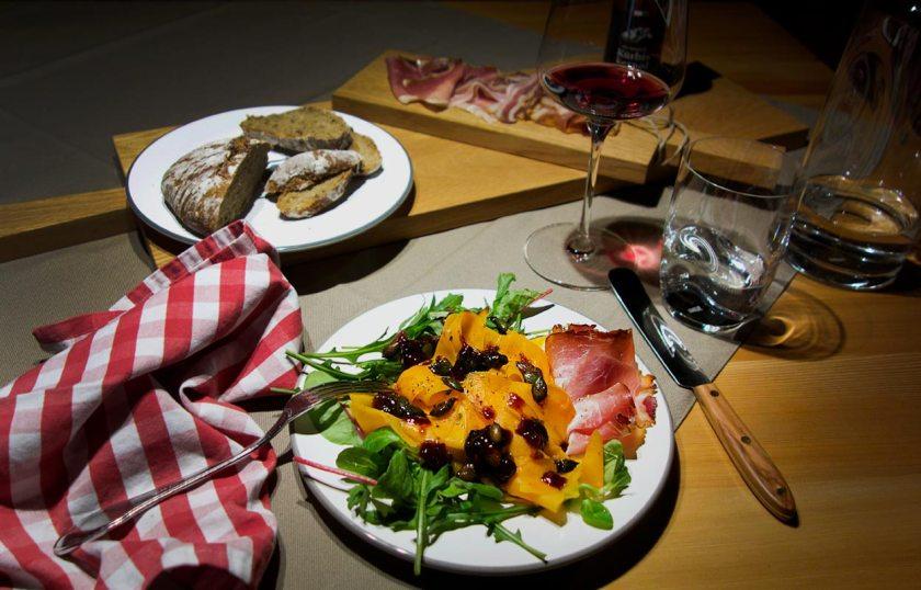 Muskatkürbis mit Kürbiskernen und Speck - Die neue Alpenküche