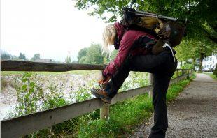 Wanderschuhe zubinden