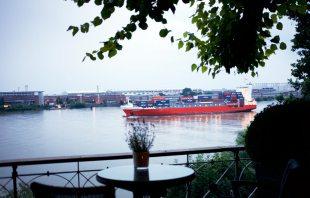 Blick zur Elbe - Jacobs Restaurant