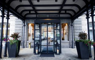 Eingang Grandhotel Kronenhof Pontresina