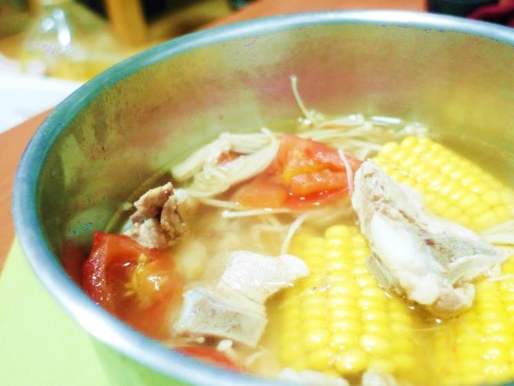 番茄玉米排骨湯4