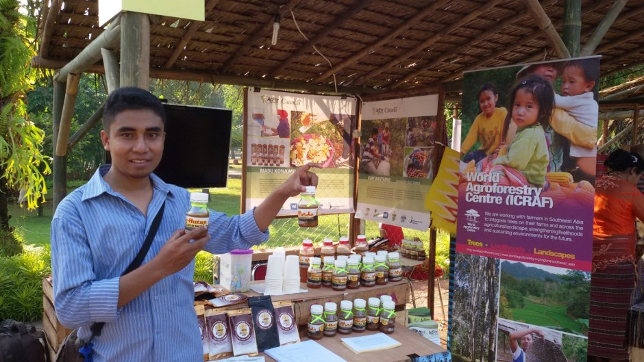 La Ode Ali Said showcasing Southeast Sulawesi forest honey at the Pekan Panen Raya Nusantara 2015 exhibition in Jakarta