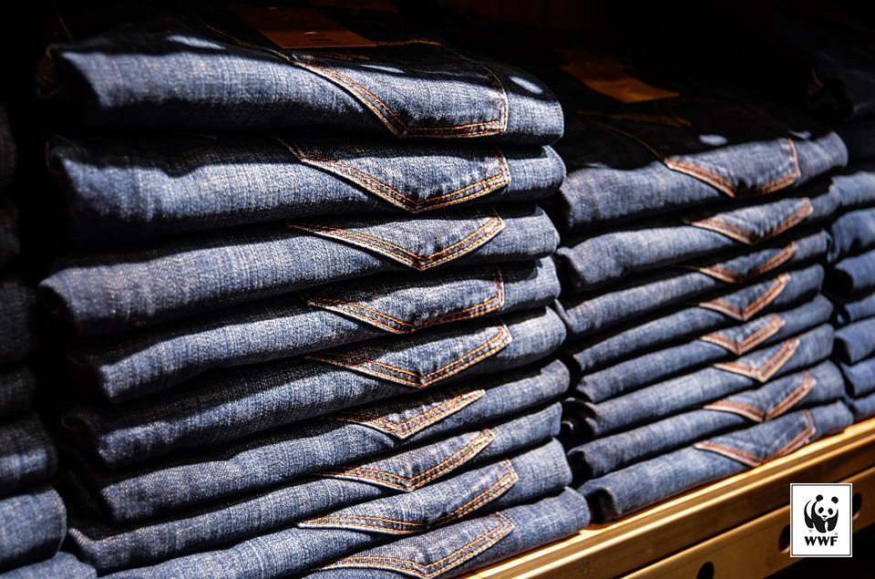Trade-in your old jeans for a voucher while knowing that they will be put to great use!
