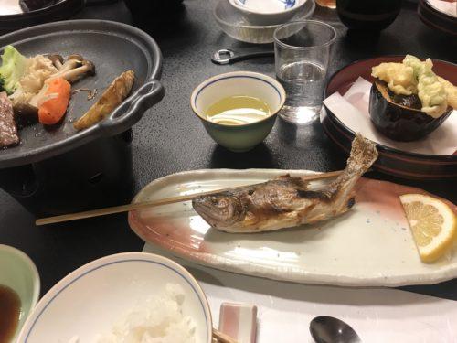 恵那山登山口に近い月川温泉の食事は、黒毛牛、信州サーモン、アマゴ塩焼きなど、美味しい食事をいただける
