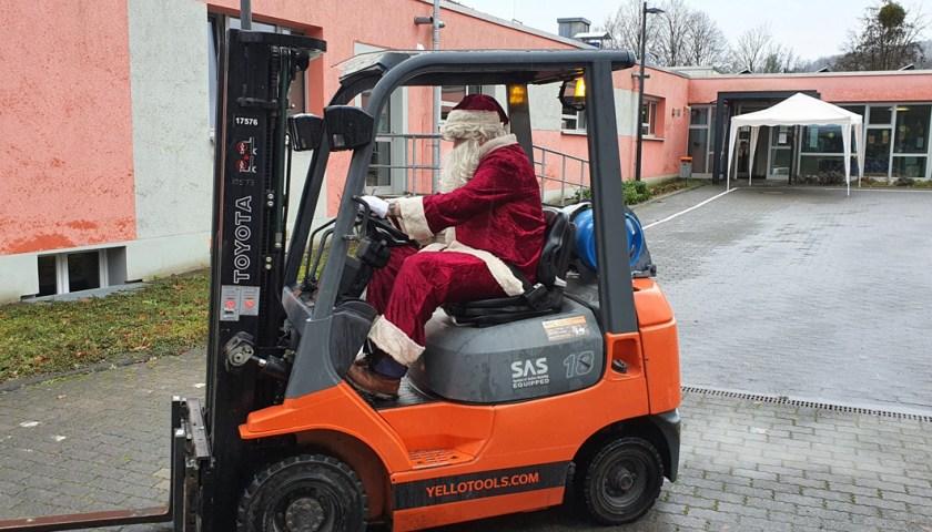 Nikolaus auf Gabelstapler