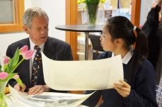 Robert Bateman reviews art of Gr. 7 student