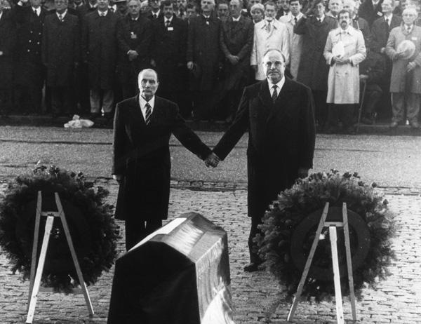 Mitterand-Kohl, un gesto che ha fatto storia