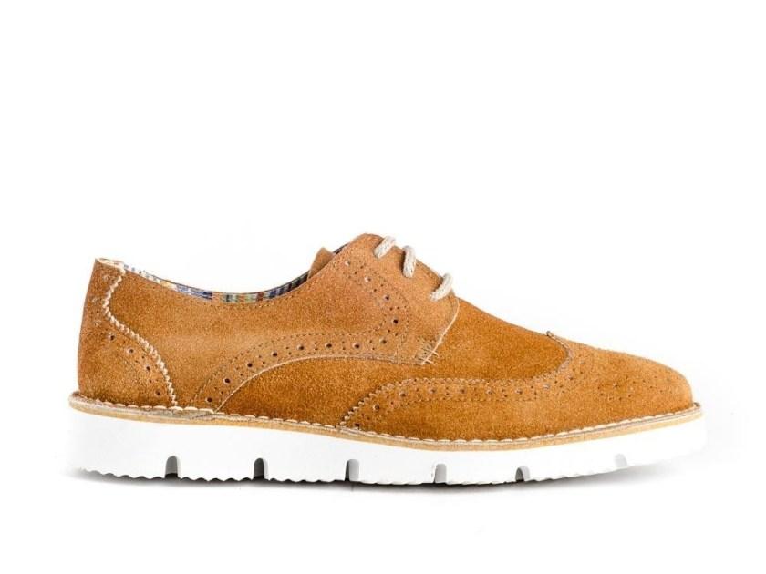 zapatos blucher de piel color cuero con piso blnaco para hombre