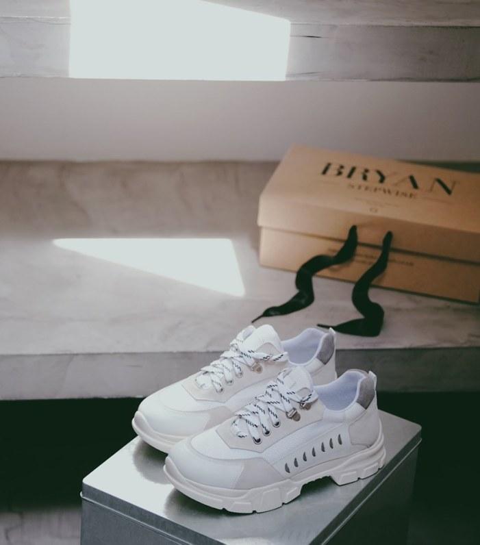 Sneakers blancas de Bryan Stepwise.