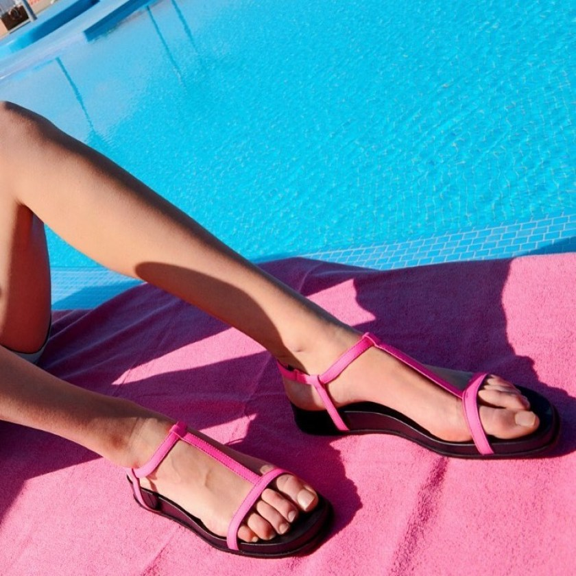 Sandalias de mujer en rosa fluor de Camper