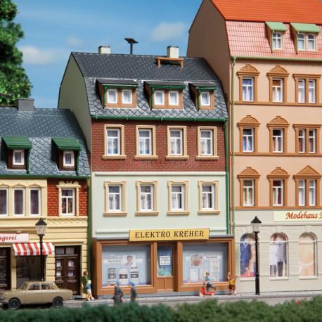 Auhagen - Edificio de tres plantas, con tienda y escaparate, Escala H0, Ref: 12252