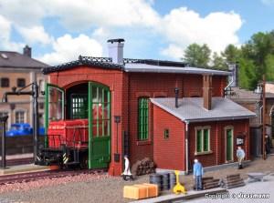 Vollmer - Deposito una locomotora de epoca con apertura de puerta, Escala H0, Ref: 45750.
