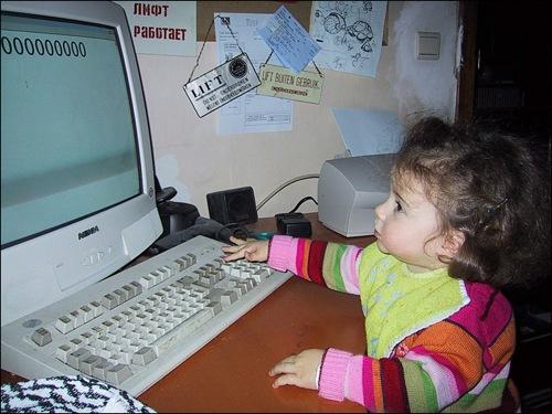 Zelie op computer in 2000