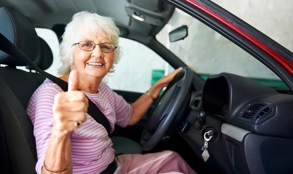 Comment mieux conduire une voiture quand on est senior ?