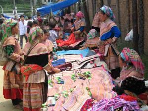 Flower-Hmong-people-in-Market