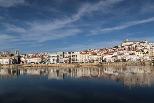 River passing through the city of coimbra