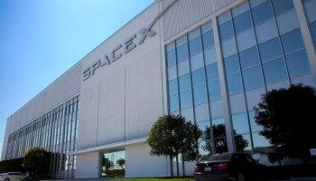 1620px-SpaceX_Headquarters,_Hawthorne,_CA