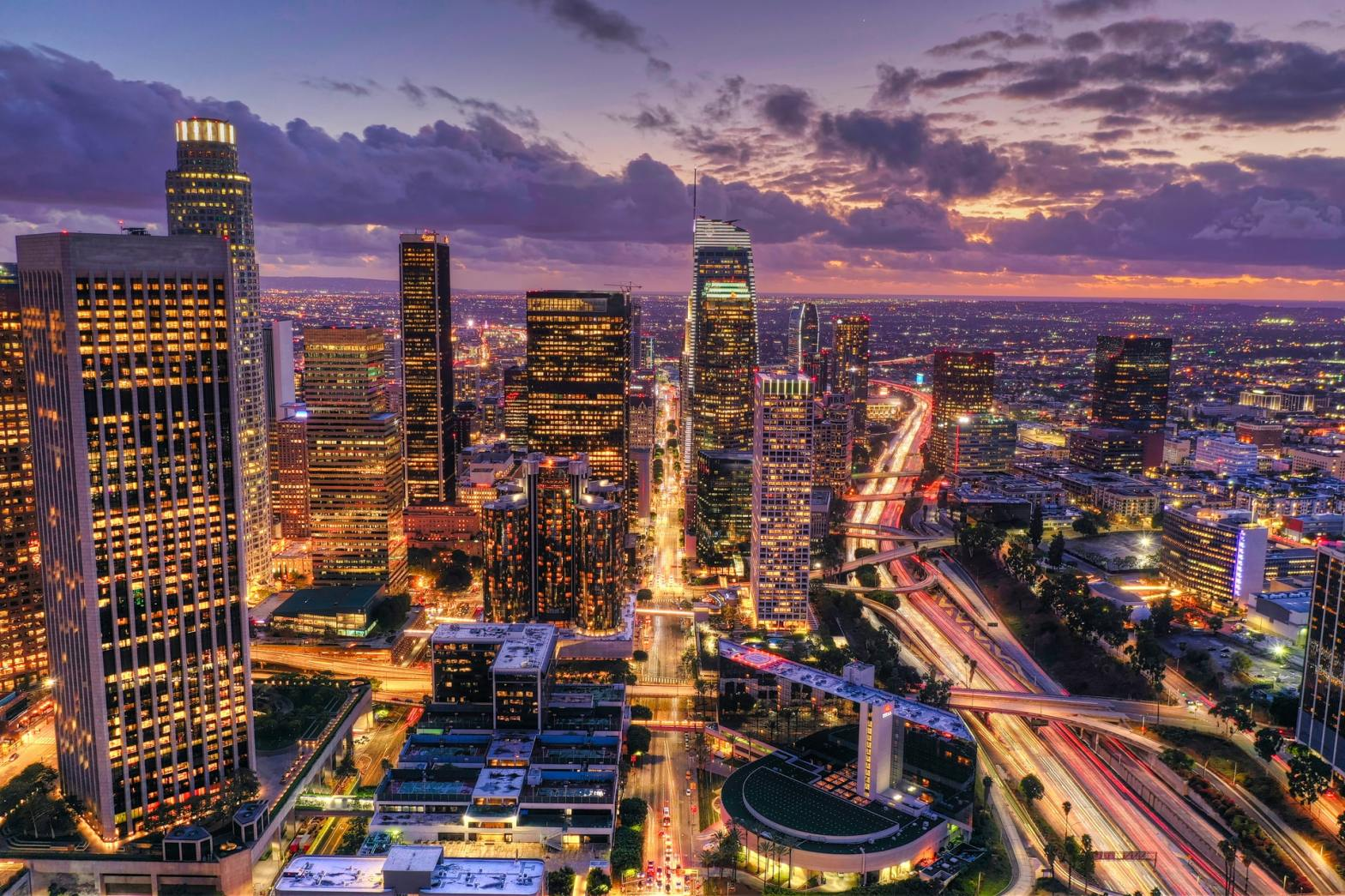 Los Angeles at night-pros and cons