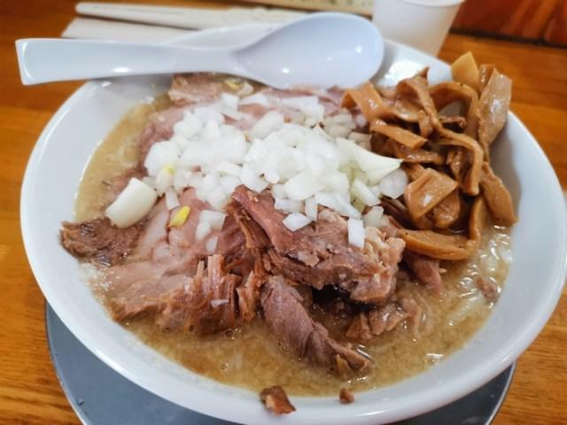 肉のモリモリ具合がステキ♪ 煮干し&背脂豚骨スープの「肉中華そば」旨し!「中華そば136」へ行って来ました。