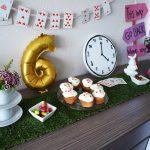 Organiser un goûter de non-anniversaire Alice au pays des merveilles