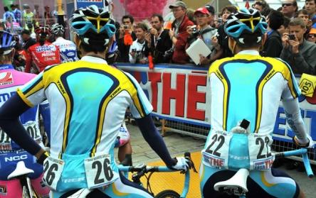 2009ko Giroan Astana taldea maillot hutsekin