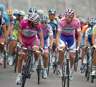 Di Luca eta Menchov hizketan 2009ko Giroko 18. etapan (postiboa eman zuen etapetako bat)