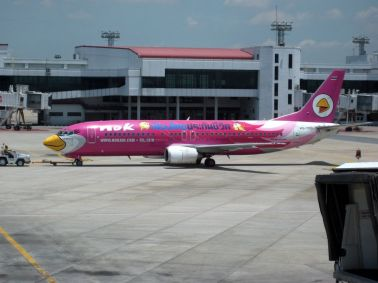 B-737 muy femenino de Nok Air