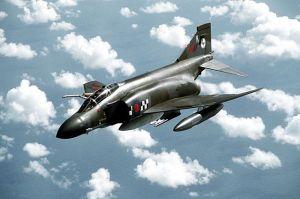 ¿Cómo desintegrar un F-4 Phantom?