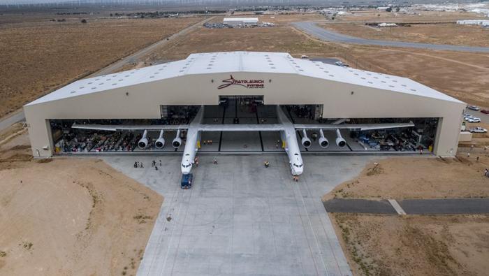 stratolaunch en el hangar